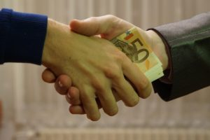 1920px-10_-_hands_shaking_with_euro_bank_notes_inside_handshake_-_royalty_free,_without_copyright,_public_domain_photo_image_01
